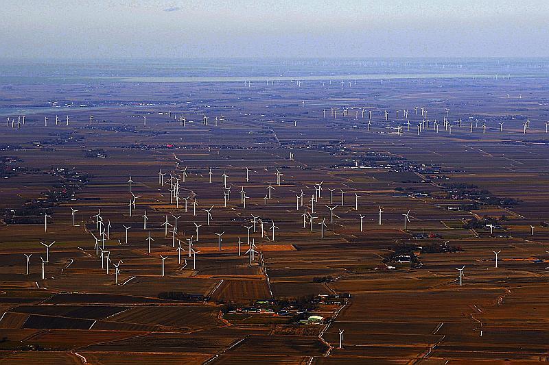 Turbinenlandschaft bei Heide/Dithmarschen